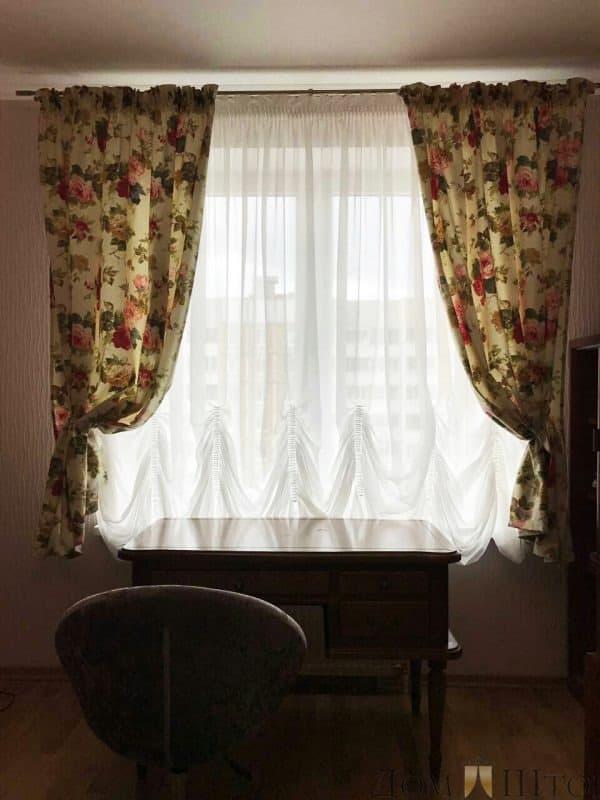 Маркиза и плотные шторы с ярким принтом