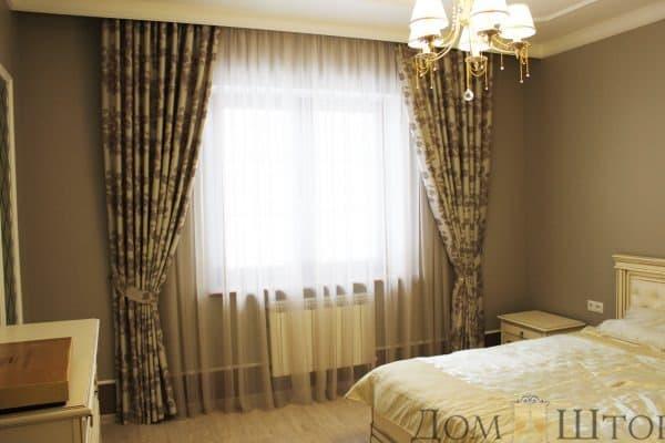 нежные шторы для спальни