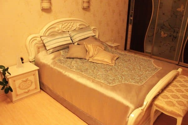 Комбинированное покрывало и подушки