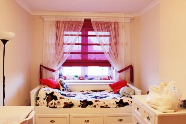 Нежные римские и тюль с вышивкой в детскую комнату