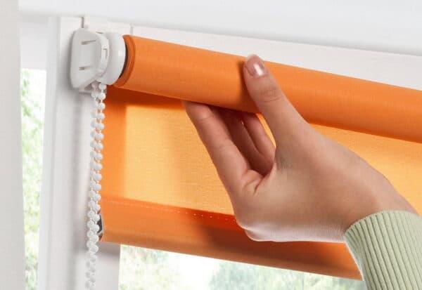 Как ухаживать за рулонными шторами?